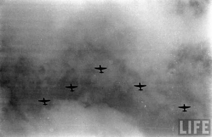 Воздушное шоу с земли во время парада в 1947 году.