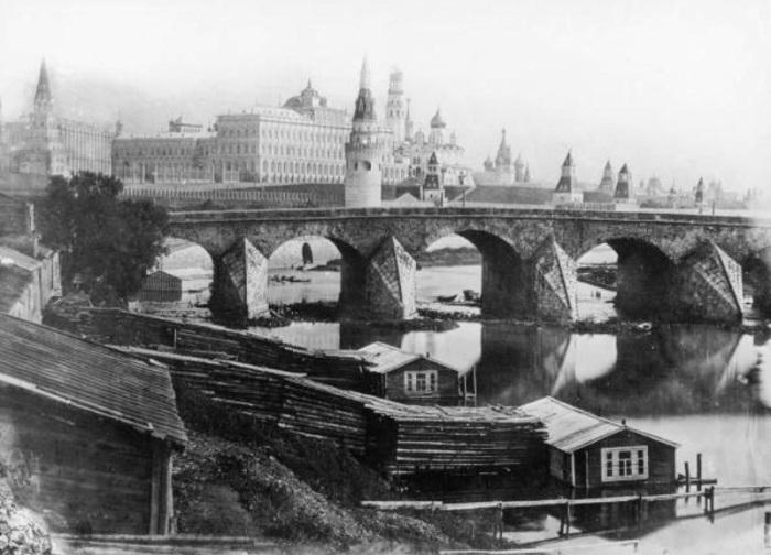 Первый Каменный мост, построенный в XVII веке.