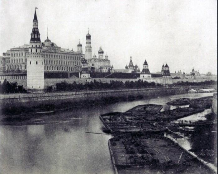 Кремль был белым фактически до 1947 года.
