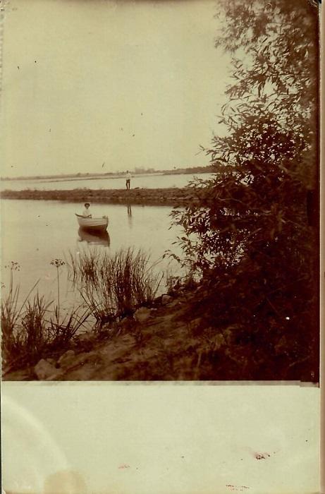 Прогулка на лодке по реке Яуза. Россия, окрестности Москвы.