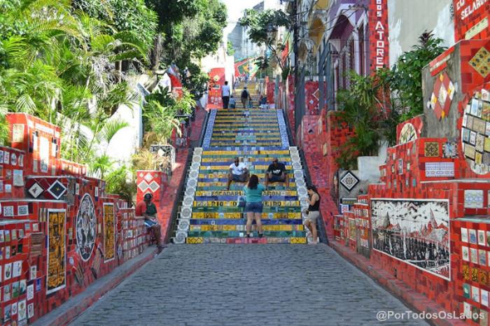 Одна из современных достопримечательностей Рио-де-Жанейро, названная по имени чилийского художника и скульптора Хорхе Селарона.