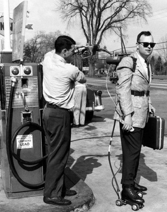 Моторные роликовые коньки, 1961 год.
