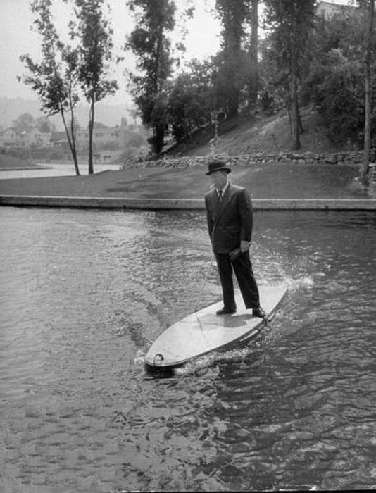 В 1948 году голливудского изобретателя Джо Гилпина засмеяли, а в 2011 году парням канадцам аплодировали стоя за такое «нововведение» в истории серфинга.