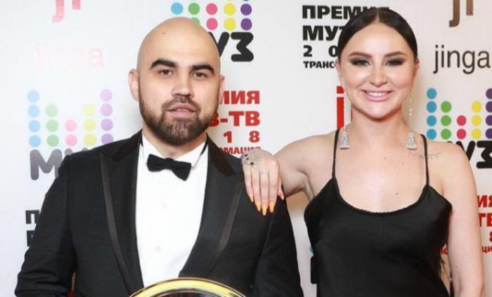 Совместный музыкальный поп-проект Артёма Умрихина и Анны Дзюбы.