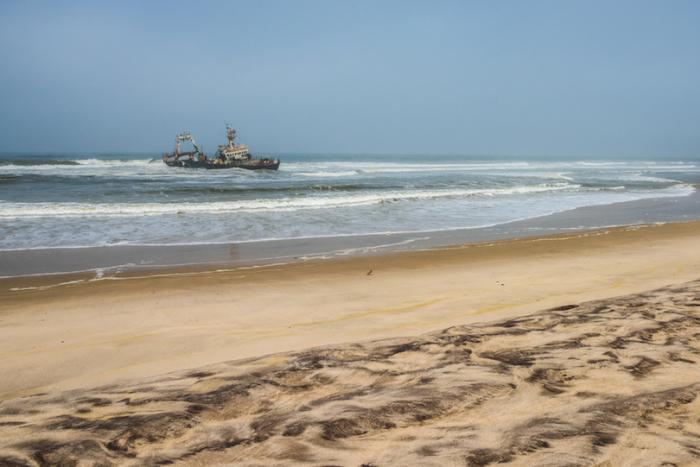 Достопримечательностью парка являются разбросанные вдоль берегов побережья останки кораблей и шхун.