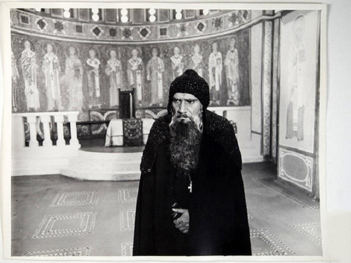 Армен Джигарханян в роли  митрополита Феопемпта. 1978 год.