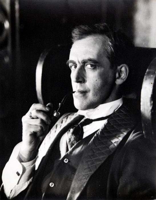 Василий Ливанов в образе Шерлока Холмса, 1980 год.