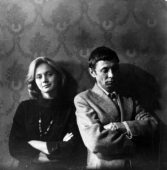 Олег Даль, исполняющий роль инженера Виктора Зилова и его экранная жена Галина - Ирина Купченко, 1979 год.