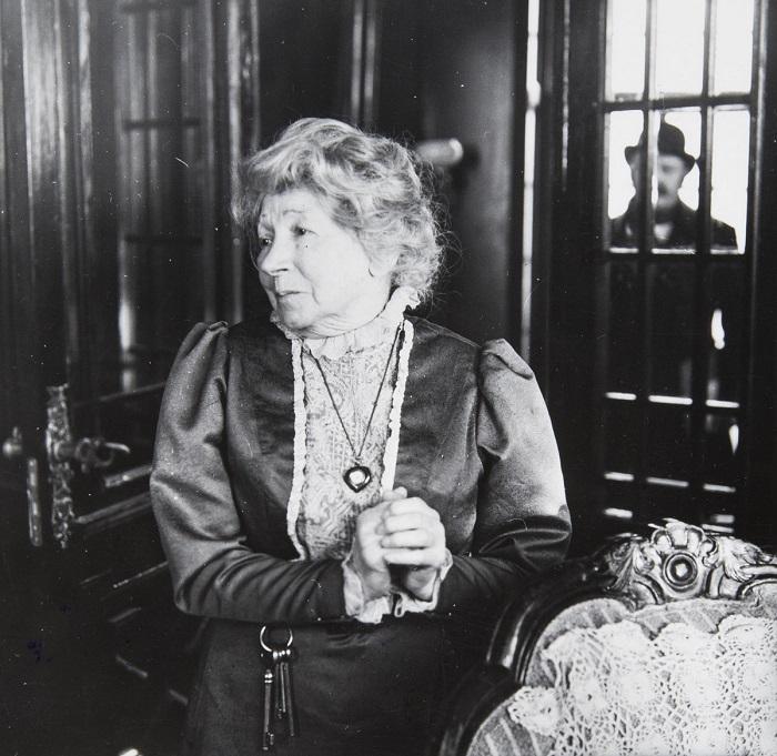 Гениальная актриса советского кино Рина Зелёная в  роли миссис Хадсон. 1982 год.