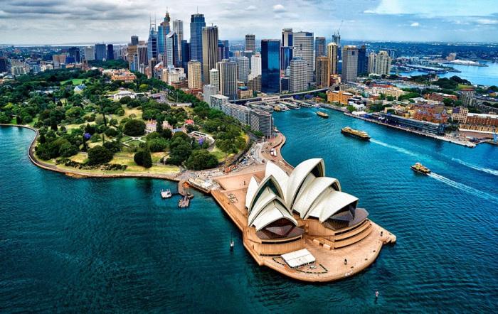 Впечатляющий вид Сиднейского оперного театра, расположенного на южной стороне гавани. Фотограф Стюарт Чапе (Stuart Chape).