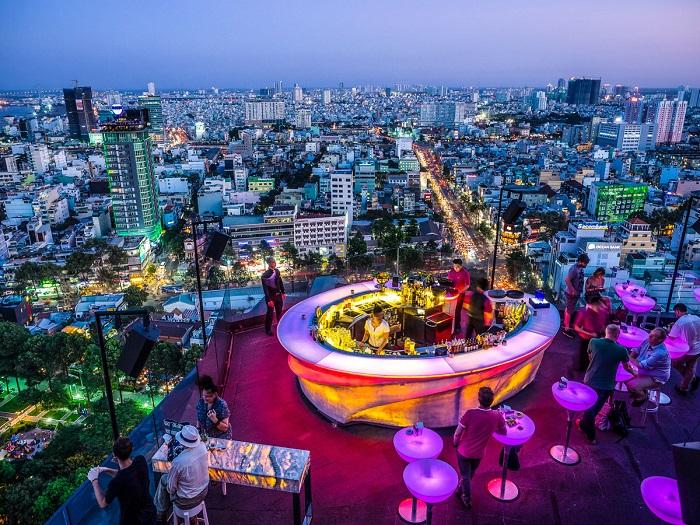 Бар на крыше в Хошимине, Вьетнам. Фотограф: Caroline Micaela Hauger.