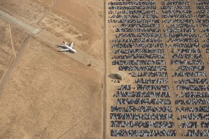Победителем всего конкурса и лучшим в категории «Места» стал фотограф Яссен Тодоров (Jassen Todorov) со снимком снятых с продажи автомобилей в пустыне Мохаве.