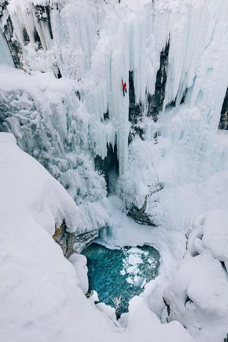 Категория: «Места». Автор снимка – китайский фотограф Джимми С.( Jimmy S.), запечатлевший альпиниста в каньоне Джонсон.