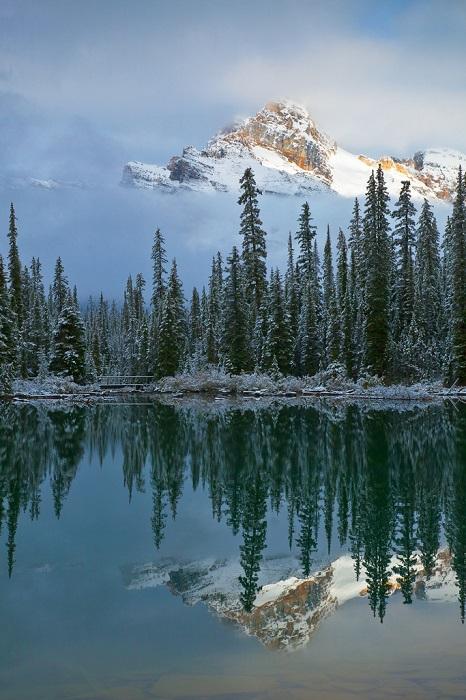 Парк является великолепным скоплением горных пиков и захватывающих водопадов, населенным всевозможными животными и растениями.