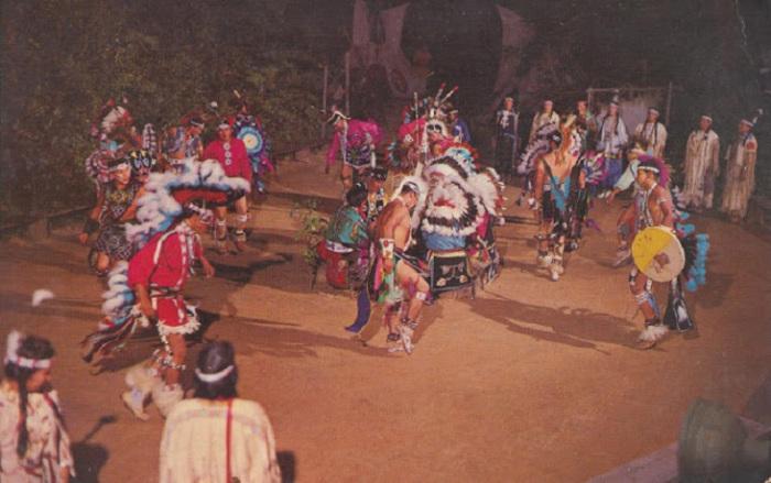 Священный индейский ритуал, обязательный для всего племени.