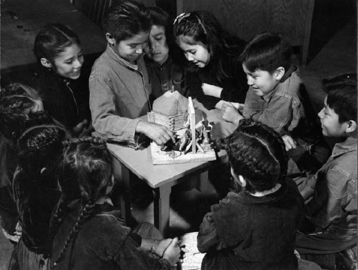 Ученики школы Навахо. Юта, 1948 год.