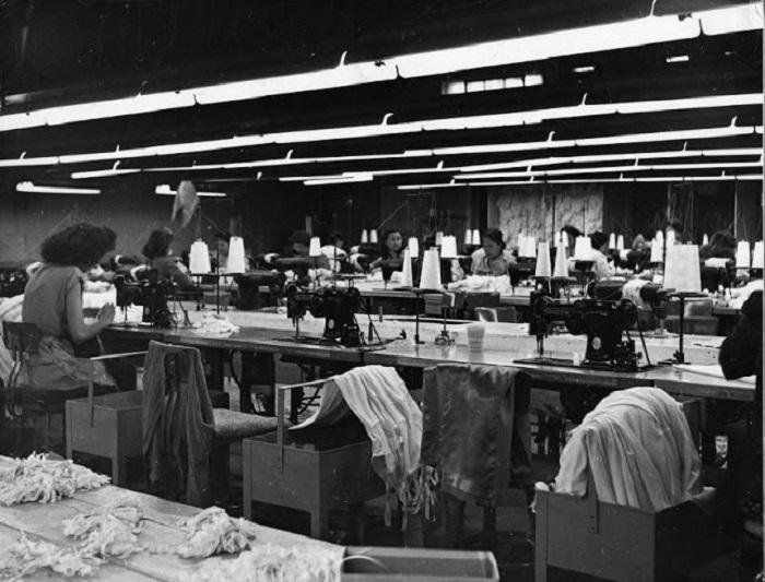 Цех по пошиву одежды, 1948 год.