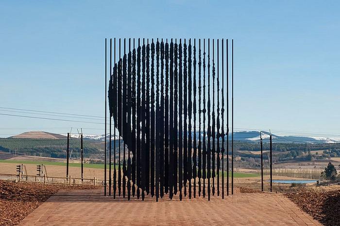 Памятник Нельсону Манделе – одному из самых известных активистов в борьбе за права человека.
