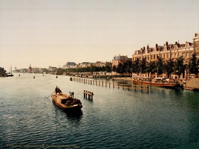 Река в Нидерландах, от которой своё название получил город Амстердам.