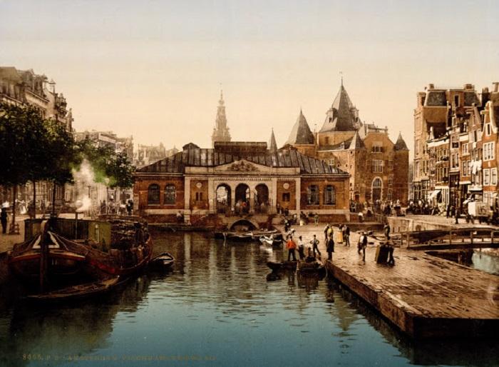 Амстердамская фондовая биржа — одна из самых древних бирж в мире.