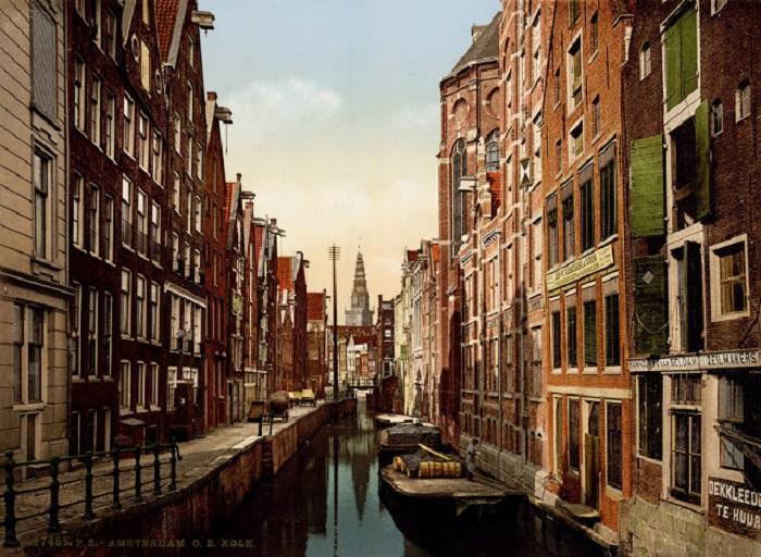 Один из самых старых каналов в Амстердаме.