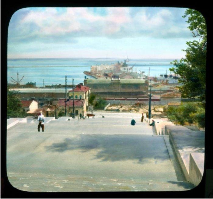 Вид на Морской вокзал с Приморского бульвара.