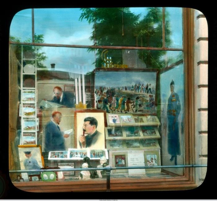 В местных магазинах витрины были заставлены портретами Ленина и Сталина.