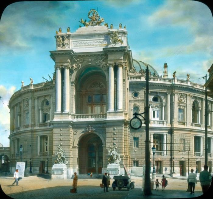 Национальный Академический театр оперы и балеты - визитка города.