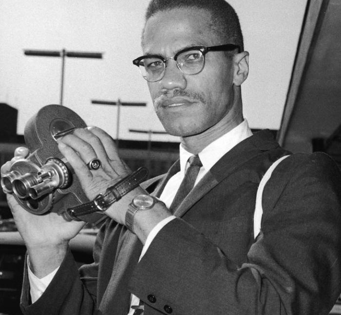 Джейми Фокс около терминала в лондонском аэропорту, 9 июля 1964 года.