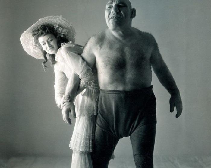 Французский профессиональный борец с русскими корнями.