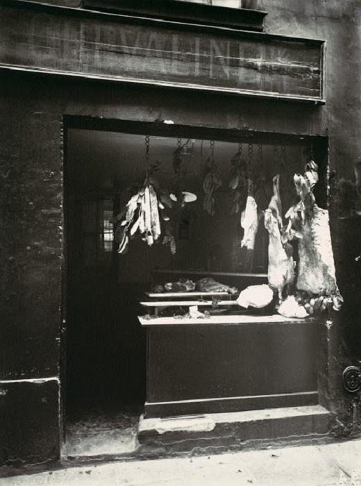 Мясная лавка в престижном районе. Париж, район, 1920 год.