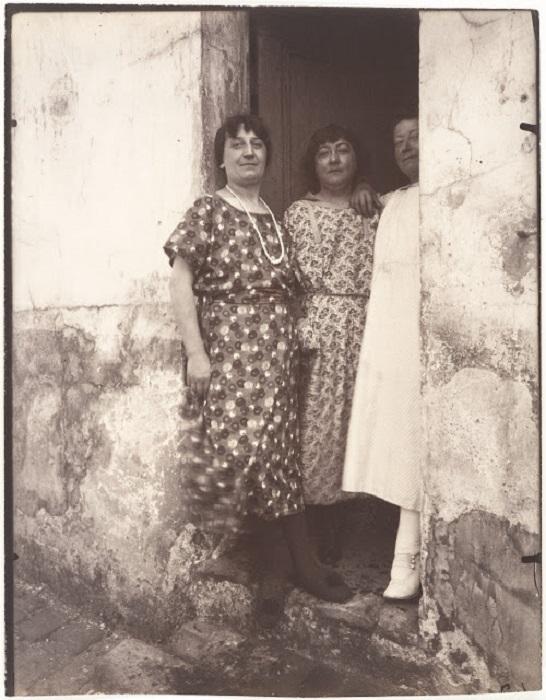 Женщины с улицы рю Асселин. Франция, Париж, 1924 год.