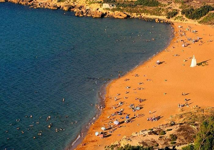 Оранжевый пляж.