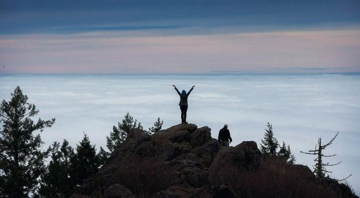 Город полностью укрыт пушистыми облаками. Фотограф Энди Нельсон (Andy Nelson).