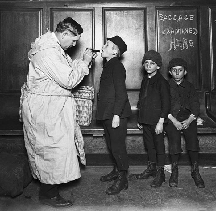 Медосмотр детей при приеме на работу.