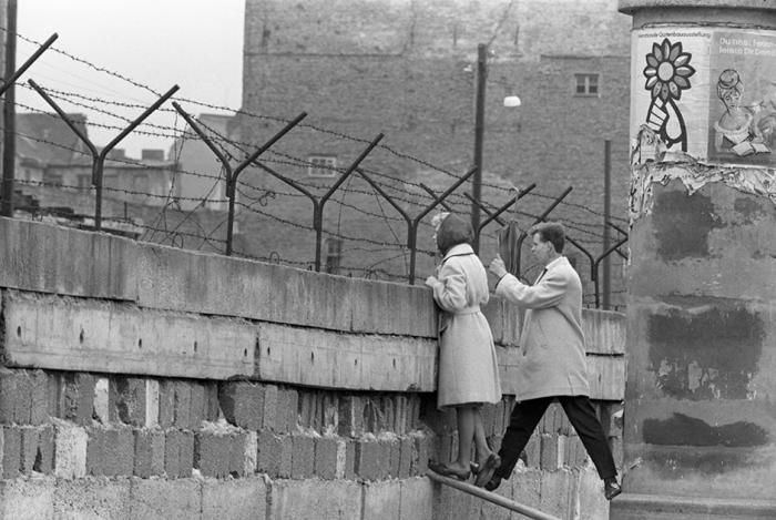 Разговор с родственниками через Берлинскую стену.
