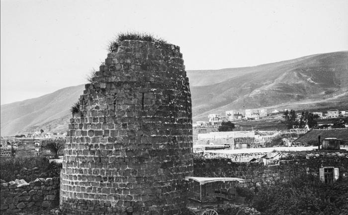 Руины старой башни в Назарете.