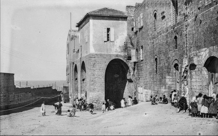 Паломники после прибытия в порт Яффа.