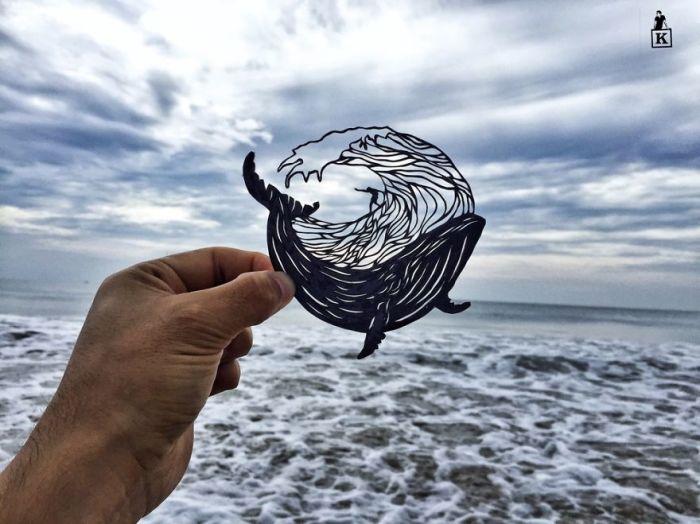Художник вырезал бумажную силуэтку во время своего путешествия.