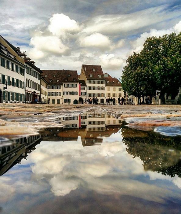 На большой площади в исторической части Базеля расположены очаровательные фахверковые дома, которые напоминают о давно минувшей эпохе и придают городу неповторимый антураж.