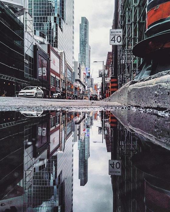Фотографии отраженных городских улиц позволяют взглянуть на мир по-другому – увидеть нечто таинственное и удивительное.