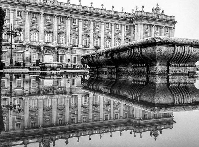 Самый большой из всех существующих сегодня королевских дворцов Европы до сих пор остается официальной резиденцией королей Испании и одной из главных достопримечательностей Мадрида.