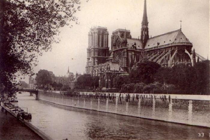 Даже в чёрно-белых тонах Париж Ивона прекрасен.
