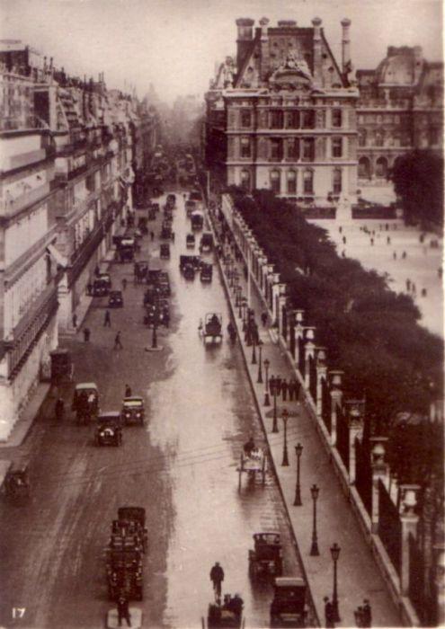 Очаровательный снимок Ивона 1920 годов с транспортом на дороге и прекрасной архитектурой.