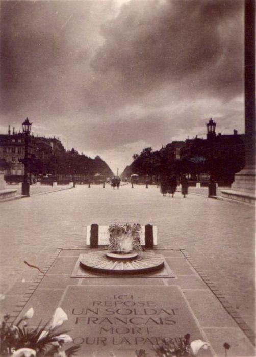 Вечный огонь в мемориале горит с 28 января 1921 года.