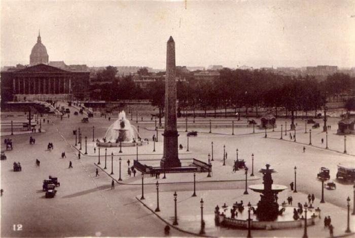 Удачный ракурс захвативший площадь с фонтанами.