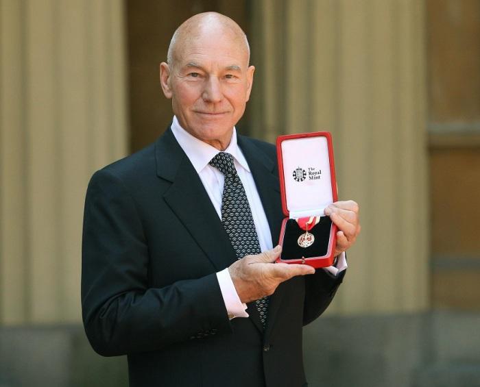 Известный британский актёр театра, кино и телевидения, один из основных актёров Королевской Шекспировской труппы.