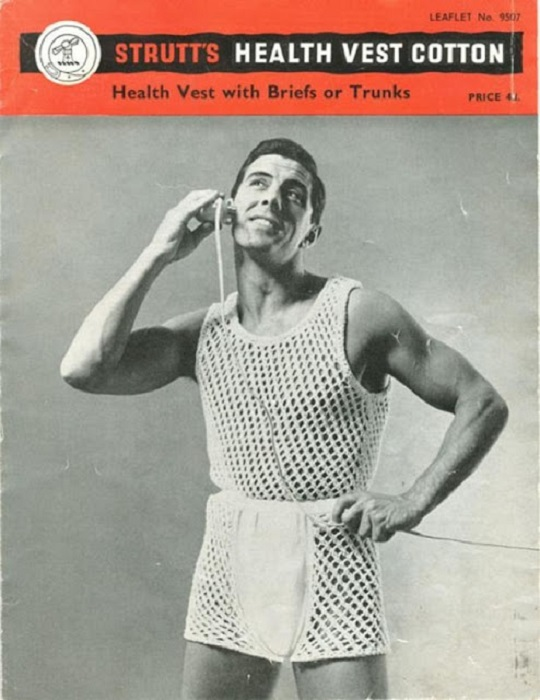 Вязаная модель белья специально для мужчин.