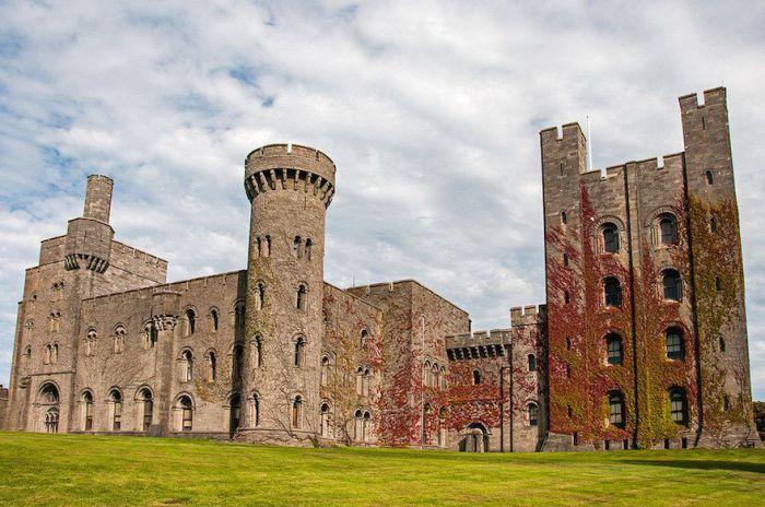 Один из наиболее примечательных норманских замков Великобритании.
