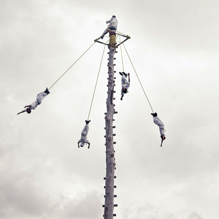 Автор снимка «Танцы на высоте» – американский фотограф Вероника Домит (Veronica Domit).